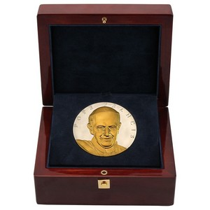 2015 Pope Francis Official Papal Visit 10oz .999 Fine Silver with 24k Gold Embellishment Medal
